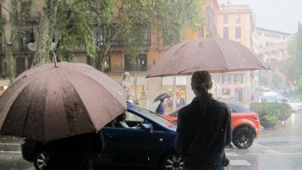 Imagen de  fuertes lluvias y tormentas registradas en Baleares.