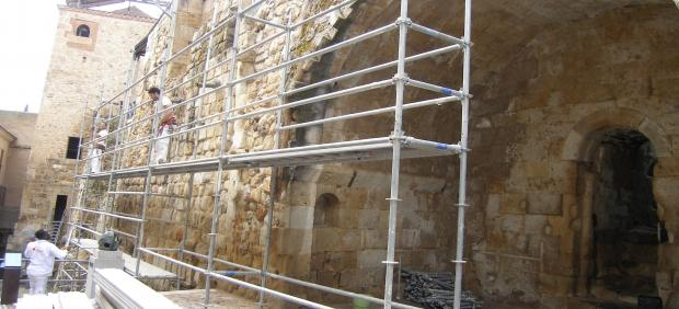 Obras de conservación y mantenimiento en la Cueva de Salamanca.