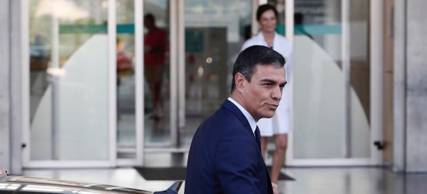 Sánchez visita al rey Juan Carlos en el hospital