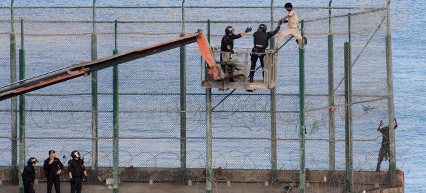 Salto masivo de migrantes en Ceuta