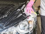 Cómo limpiar los faros del coche con pasta de dientes y otros trucos caseros