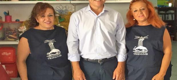 Daniel Sánchez con asociación de protección del chorlitejo patinegro
