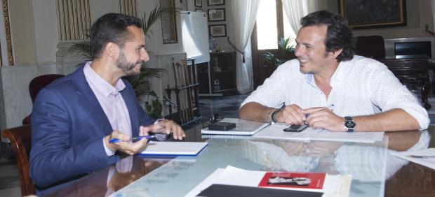 El alcalde de Cádiz reunico con el vicepresidente de Diputación, Mario Fernández