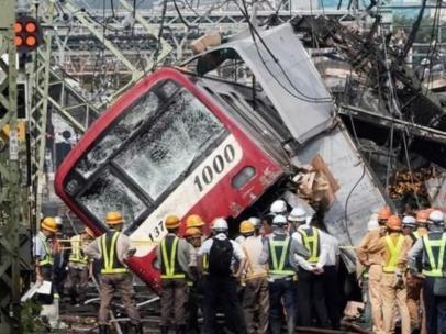 Accidente de tren en el sur de Tokio.