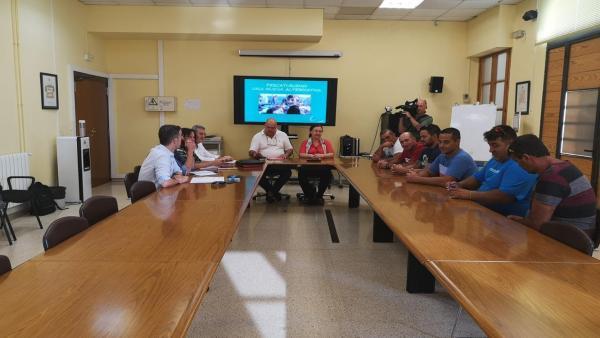Reunión entre representantes de los pescadores canarios y de la Conselleria de Agricultura, Pesca y Alimentación.