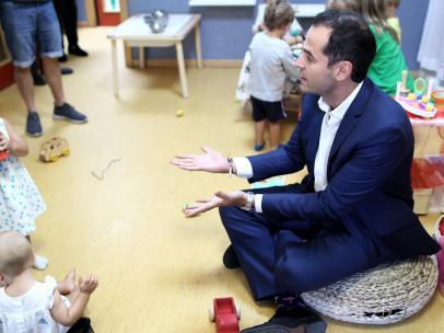 El vicepresidente de la Comunidad de Madrid, Ignacio Aguado, durante la inauguración del nuevo curso escolar 2019-2020 en la Escuela Infantil Palmas Palmitas de la capital madrileña.