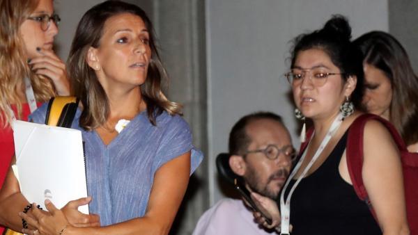 Yolanda Díaz, Pablo Echenique y, al fondo, Ione Belarra, tres de los negociadores de Unidas Podemos, al término de su reunión de este jueves con el PSOE.