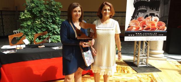 La alcaldesa de Teruel ha entregado el premio a la mejor Paleta de Teruel 2019 que ha recaído en Soincar con su marca Arcoiris.