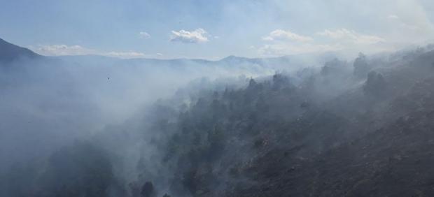 Flanco izquierdo y flanco derecho del incendio en el Serrat d'Escobedo (Lleida).