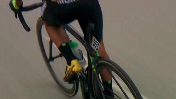 Mikel Bizkarra perdió el sillín de la bicicleta en plena etapa de La Vuelta