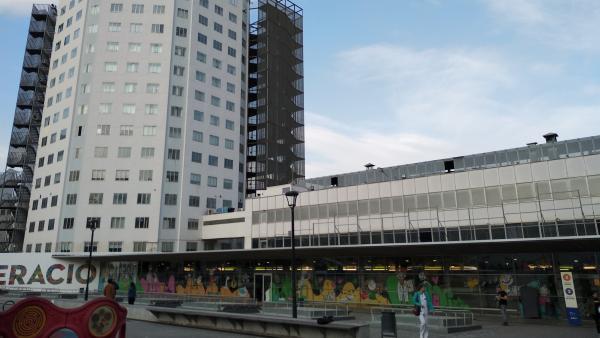 Fachada del Hospital Infantil y el de la Mujer de Vall d'Hebron de Barcelona.