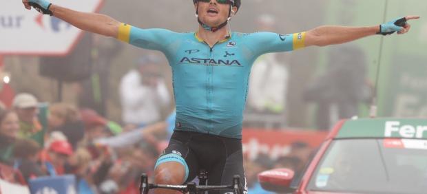 El ciclista danés Jakob Fuglsang (Astana) gana la etapa en La Cubilla en La Vuelta