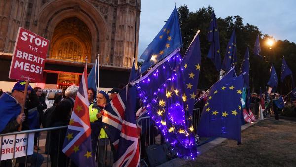 Protestas en Londres por la susopensión del Parlamento británico.