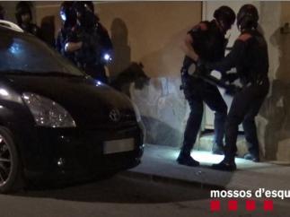 Los Mossos detienen a tres personas por secuestrar y torturar a un hombre