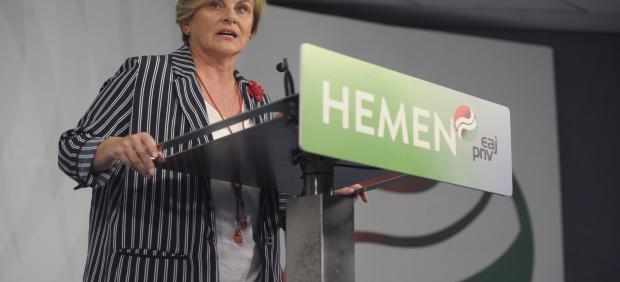 La presidenta del PNV en Bizkaia, Itxaso Atutxa, en rueda de prensa