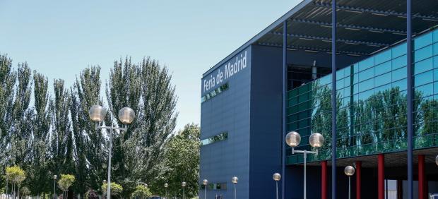Vista desde fuera de uno de los pabellones de la Feria de Madrid, IFEMA.