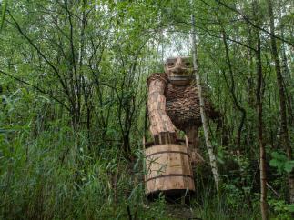 Estos gigantes de madera están escondidos en el bosque