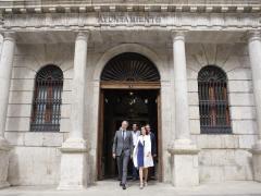 El alcalde de Zaragoza. Jorge Azzcón, y la alcaldesa de Teruel, Emma Buj