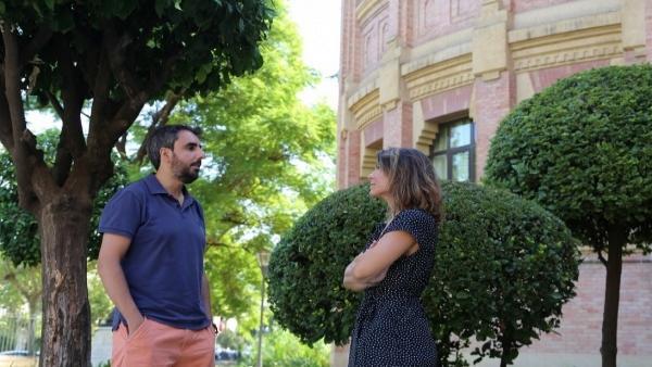 Los investigadores del departamento de Bioquímica y Biología Molecular David González Ballester y Alexandra Dubini