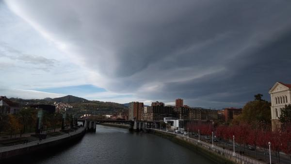 Imagen de nubes sobre Bilbao (archivo)