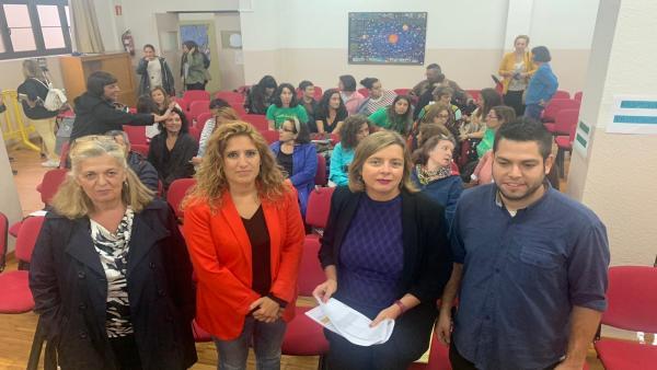 Concejales de Somos Oviedo asisten a la asamblea informativa sobre la situación de las escuelas infantiles