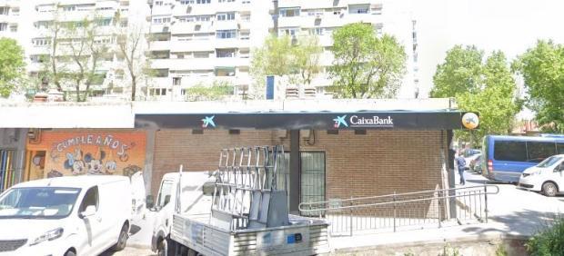 Imagen de la sucursal bancaria atracada por dos encapuchados