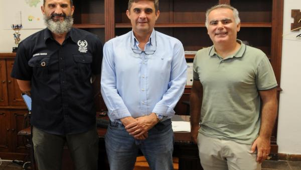 Hernández (centro), en la reunión con BUSF