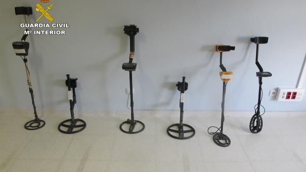 Detectores de metal utilizados en el yacimiento por los seis investigados
