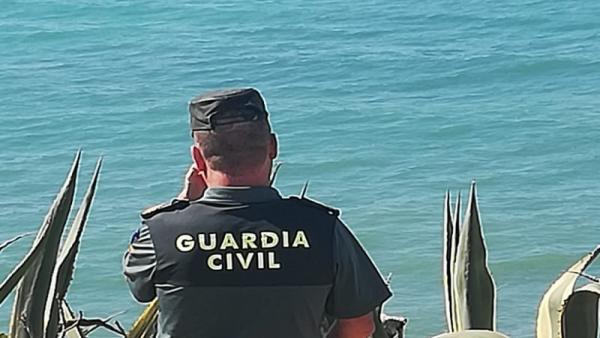 Guardia Civil buscando submarinista desaparecido en Los Caños