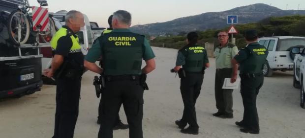 Operativo para levantar acampadas ilegales en Tarifa