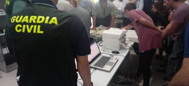Operativo del dispositivo de búsqueda con voluntarios para buscar a submarinista en Los Caños