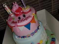 Tarta de 'Peppa Pig' publicada en Facebook por Léá Ní Bhríaín