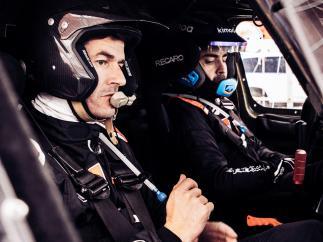 Fernando Alonso y Marc Coma preparan el Dakar