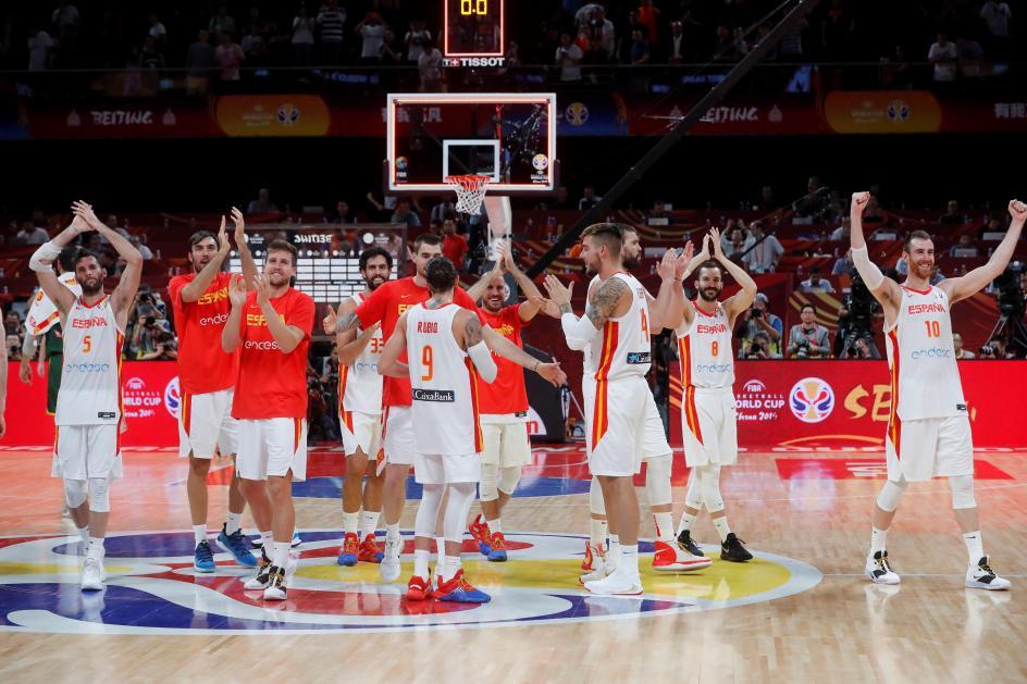 España, a la final del Mundial. Los jugadores de la selección española celebran la victoria ante Australia por 95-88, después de dos prórrogas, en la primera semifinal del Mundial de Baloncesto de China 2019.
