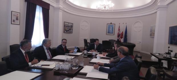 Reunión en Gibraltar entre Picardo y el alcalde de La Línea