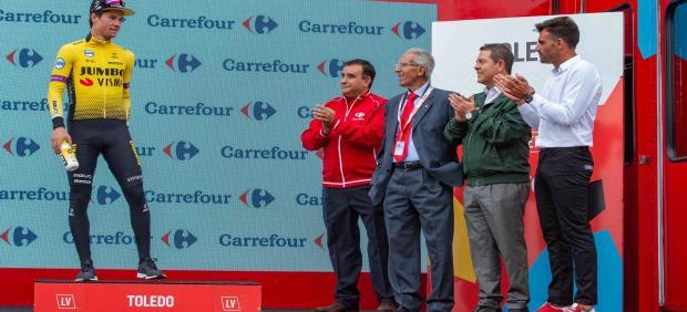 El presidente autonómico, Emiliano García-Page, asiste al final de etapa de La Vuelta en Toledo
