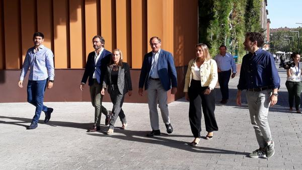 Dirigentes del PP vasco se dirigen a la Convención de Vitoria