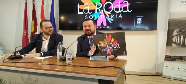 El alcalde de La Roda, Juan Ramón Amores, en rueda de prensa.