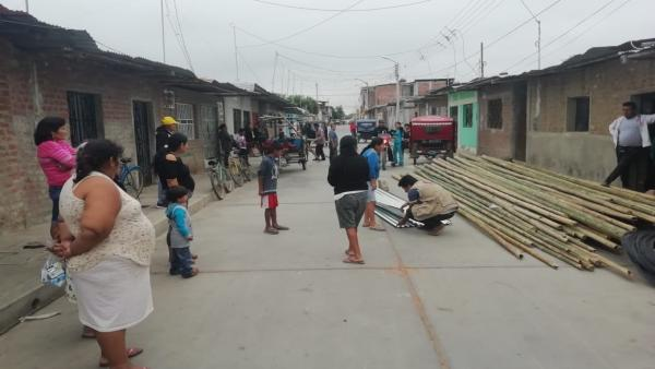 Entrega de material en la localidad de Piura, afectada por las lluvias torrenciales
