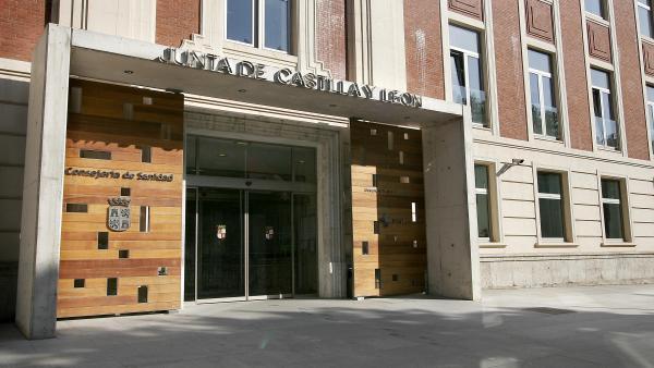 Fachada de la sede de la Consejería de Sanidad de Castilla y León