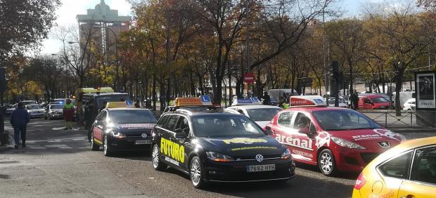 Autoescuelas en la manifestación del 10 de diciembre de 2018 en apoyo a los examinadores de tráfico
