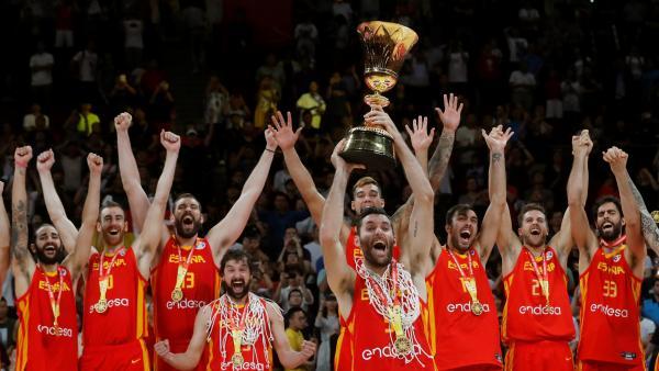 La selección española de baloncesto celebra el título mundial