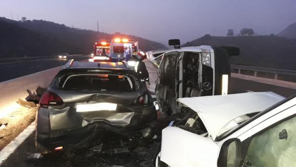 Accidente de tráfico con tres vehículos implicados en la AP-46 en Málaga