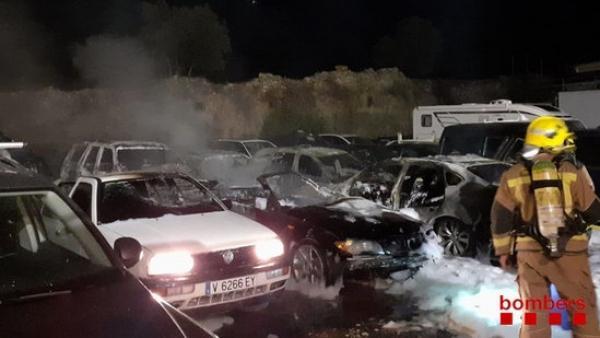 Los Bomberos apagan un incendio en la Jonquera