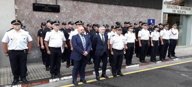 El ministro del Interior en funciones, Fernando Grande Marlaska, visita la Jefatura Superior de Policía Nacional en Pamplona.