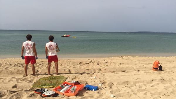 Socorristas en una playa de Palma.