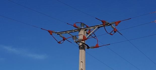 Nuevos dispositivos instalados en la línea eléctrica de  La Ribera d'Ebre (Tarragona)