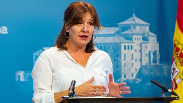 La consejera de Igualdad de C-LM, Blanca Fernández, en la comisión de las Cortes sobre su consejería