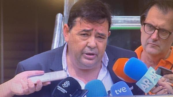 Nicasio Marín hace declaraciones a la puerta del Palacio de Justicia de Almería