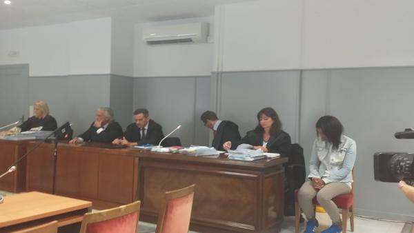 Ana Julia Quezada, espera, sin mirar al frente, la declaración de los forenses que detallarán al jurado popular cómo murió el niño Gabriel Cruz